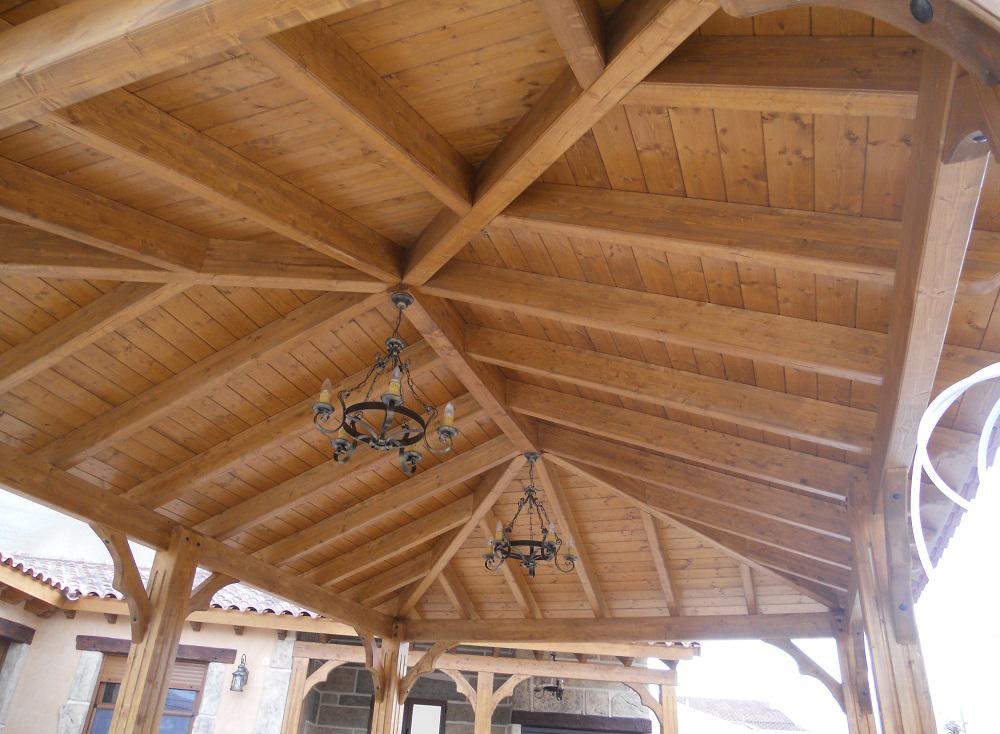 Maderas para pergolas wpc prgola de laminado plstico for Tejado madera maciza